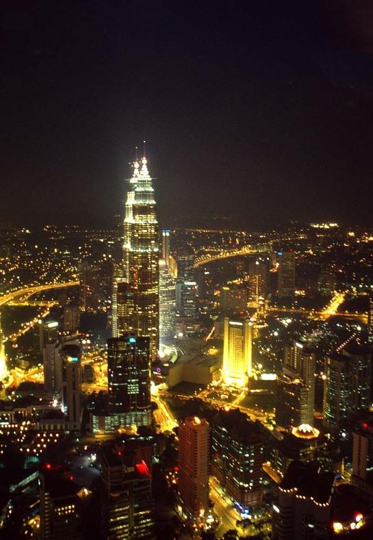 Gerai gerai Melayu dibawah Menara Menara Tinggi entah milik siapa?