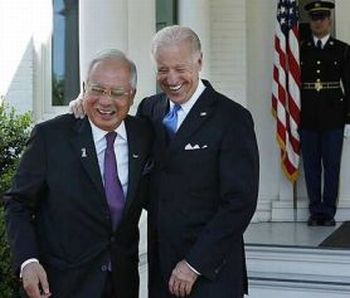 http://dinmerican.files.wordpress.com/2010/04/najib-and-joe-biden.jpg