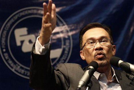 http://dinmerican.files.wordpress.com/2010/08/anwaribrahim1.jpg