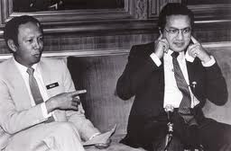 http://dinmerican.files.wordpress.com/2010/08/mahathir-and-musa.jpg?w=545