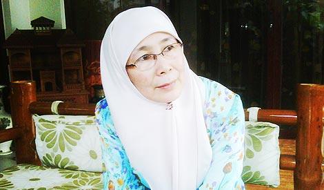 Wan Azizah4
