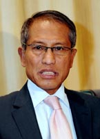 http://dinmerican.files.wordpress.com/2012/02/dato-zakaria-sulong.jpg