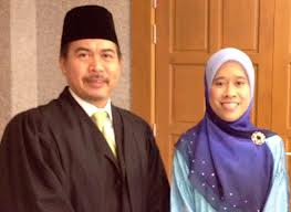 Nik Raina  and her lawyer, En. Rosli Dahlan