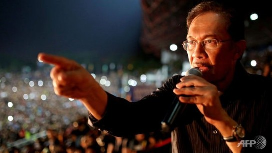 malaysian-opposition-leader-anwar-ibrahim-speaks-during-a-rally-at-a-stadium-in-kelana-jaya-selangor-on-may-8-2013-3