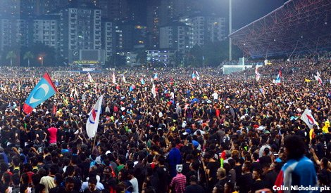 Malaysians protest over GE13 results in Kelana Jaya
