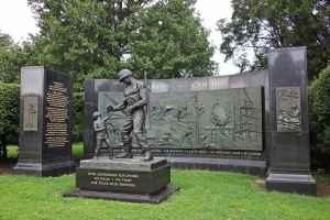 Seabee_Memorial_-_looking_NW_-_Arlington_National_Cemetery_-_2011