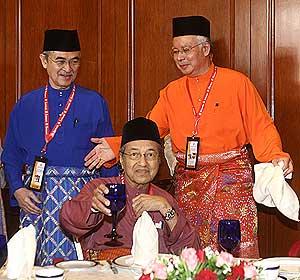 Mahathir with Najib and Badawi