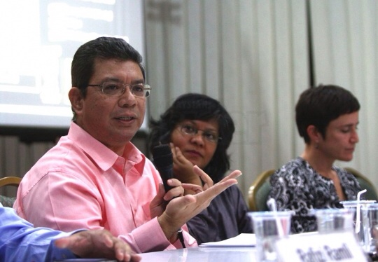 Datuk Saifuddin Abdullah, speaking at a forum on electoral forum yesterday, says the Election Commission needs a new chairman who is not beholden to Barisan Nasional. – The Malaysian Insider pic by Nazir Sufari, January 14, 2014.
