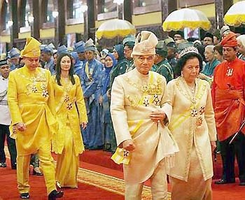 HRH Sultan of Perak is Raja Azlan Shah who before becoming Sultan was the Lord President of Malaysia, the chief judge of the country. There were much hopes when Raja Azlan Shah became Sultan.