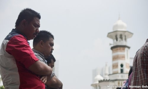 Article 3(1) and 50.4 percent of the 30 million population in Malaysia being Muslim do not make the Federation an Islamic state.