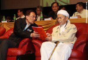 Nik Aziz with Anwar