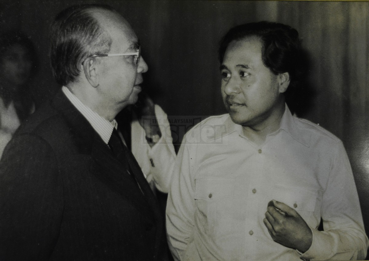 foreign policies of tun abdul razak When malaysia lost its way as a middle power september 11, 2017 tun abdul razak was quietly engaging leaders of the non-aligned movement and other non-west actors razak became prime minister in september 1970 and shifted malaysia's foreign policy to a less pro-west stance.