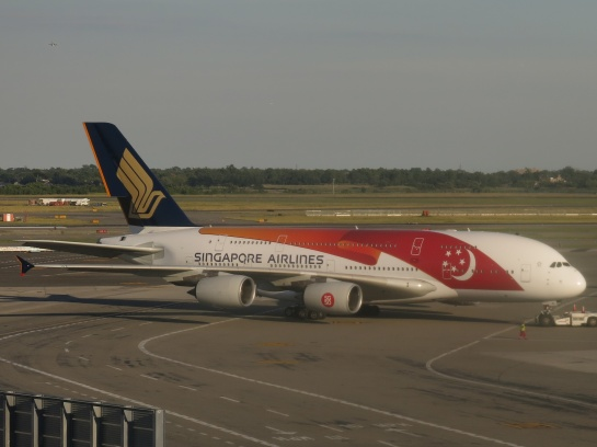 Singapore_Airlines_Airbus_A380-841_9V-SKI_(Singapore_50th_Birthday_livery)