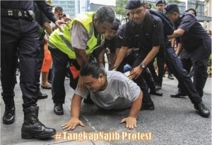 Sogo-Protest-TangkapNajib-Police-Arresting-Protester