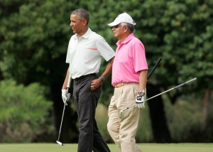 U.S. President Barack Obama and Malaysia's Prime Minister Najib Razak walk off 18th hole while playing a round of golf at the Clipper Golf course on Marine Corps Base Hawaii during Obama's Christmas holiday vacation in Kaneohe, Hawaii, December 24, 2014. REUTERS/Hugh Gentry (UNITED STATES - Tags: POLITICS SOCIETY)