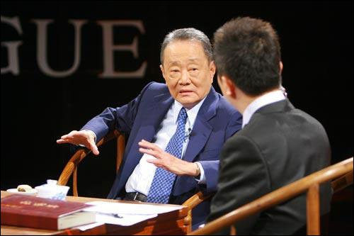 robert kuok Robert kuok hok nien was born on 6 october 1923 in johore bahru, malaysia of han chinese (fujian, china) descent, and is known as an entrepreneur with business investments widely spread in terms of industry and geographically.