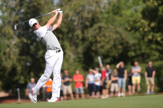 Rory McIlroy of Northern Ireland plays a shot on the 2nd hole during the final round of the DP World Tour Championship golf tournament in Dubai, United Arab Emirates, Sunday, Nov. 22, 2015. (AP Photo/Kamran Jebreili)