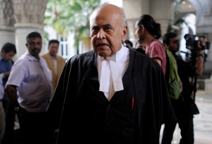 Lawyer Gopal Sri Ram © arrives at the Federal Court in Putrajaya, outside Kuala Lumpur on October 30, 2014. The Malaysian Insider/Najjua Zulkefli