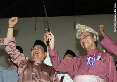 Image result for keris wielding Mahathir Mohamad